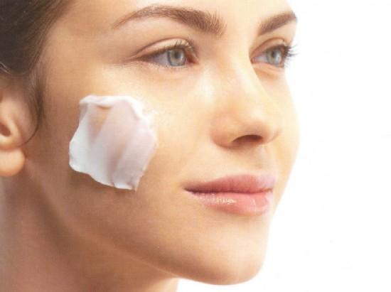 La crema de belleza que restablece de las arrugas tiande las revocaciones