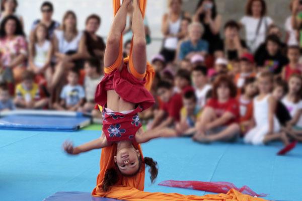 Campamento de verano en el circo