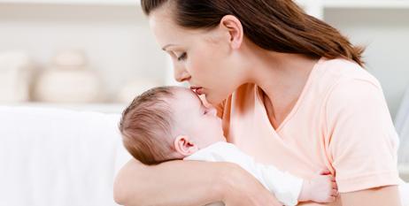 Cinco beneficios del baño diario para el bebé