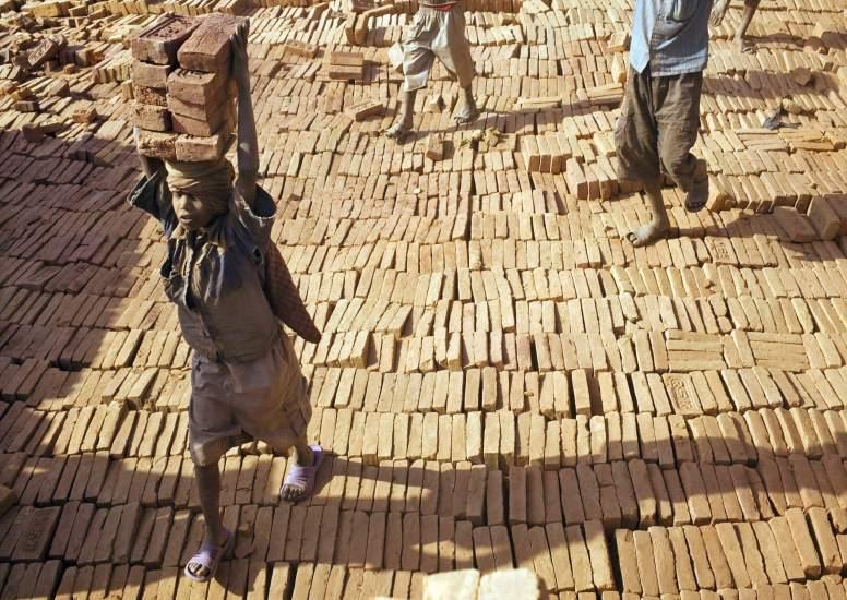 El Gobierno 'pedirá' a las empresas españolas que no empleen mano de obra infantil