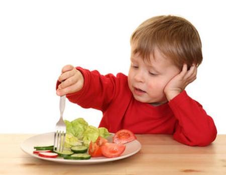 Cómo enseñar a tu hijo a comer