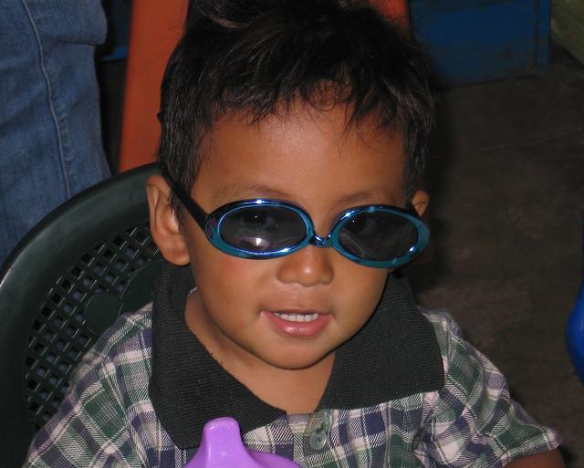 ¿Es recomendable  que los niños lleven gafas de sol?