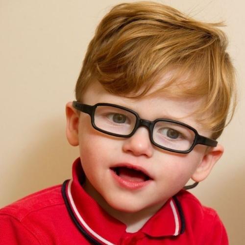 Un niño excesivamente sonriente podría no ser feliz