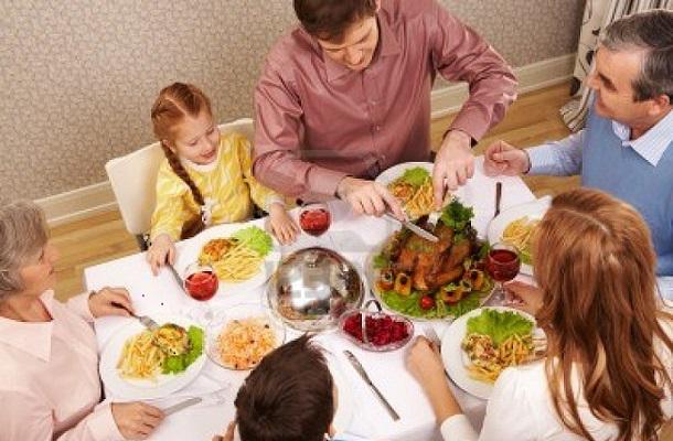 Las comidas en familia favorecen el desarrollo verbal del bebé