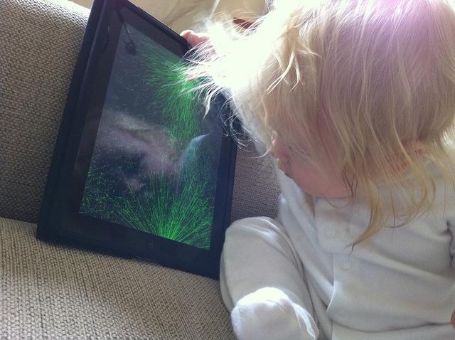 El uso de dispositivos móviles en menores de 2 años