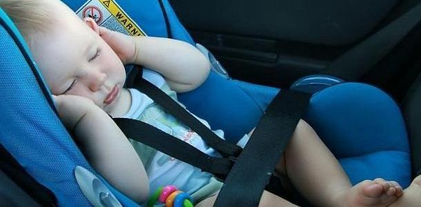 Un sistema para evitar que olvides al bebé en el coche