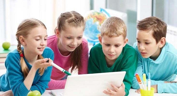 Cómo enseñar a tu hijo habilidades sociales