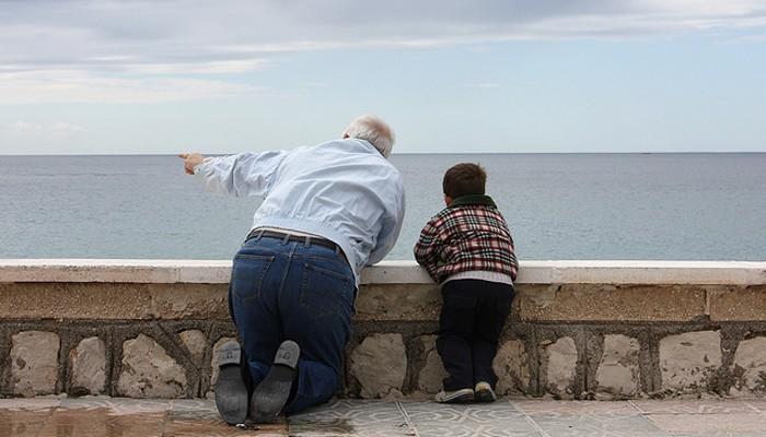 Vacaciones con niños: abuelos o cuidadoras