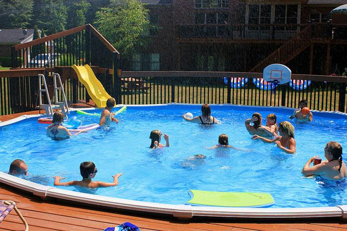 niños seguros piscina